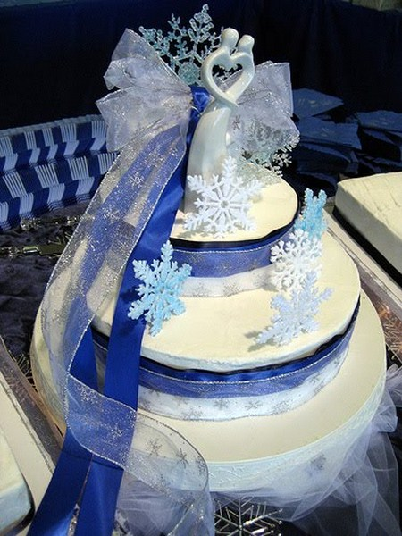 Winter-Wedding-Cake-idea-2011 800x600.jpg