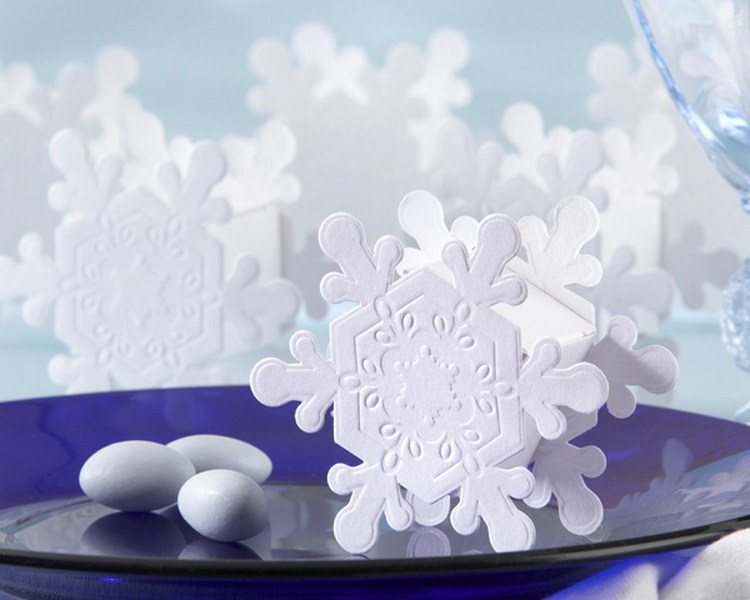 Embossed Elegance Snowflake Favor Box 800x600.jpg