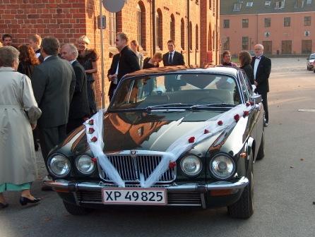Hvem pynter bil til bryllup