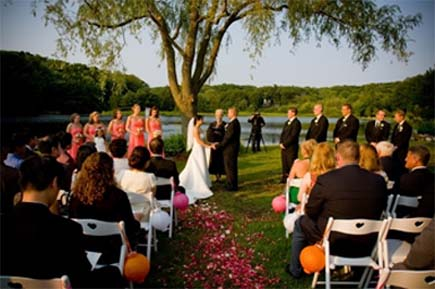 OutdoorWeddingCeremonyIdeas3.jpg