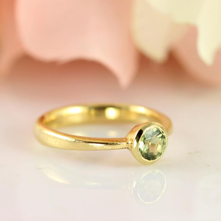solitaire-engagementring-gold-green-saphire.jpg
