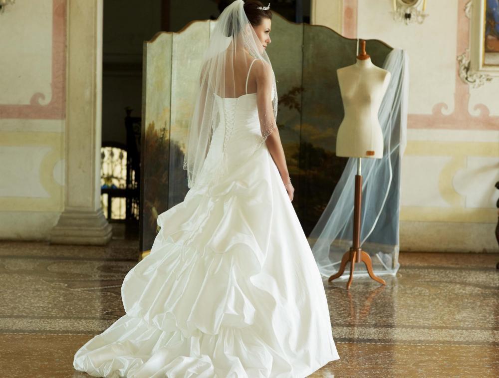 lilly brudekjole 1000 kr. 2.jpg